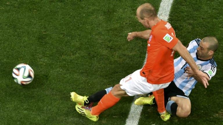 Argentina's Javier Mascherano blocks a shot from Arjen Robben.