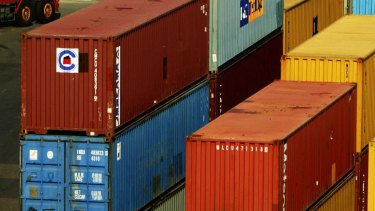 The union is concerned workers at Qube's empty container yard are not covered by the MUA agreement.