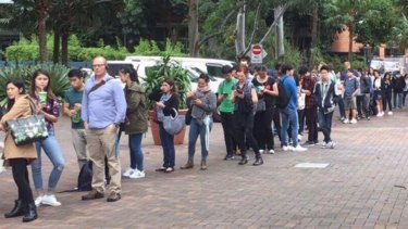 UNSW students queue for buses.