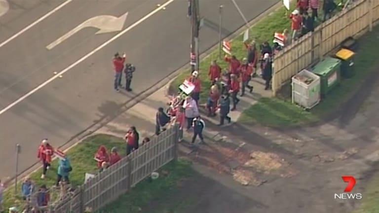 Sky rail protesters in Hughesdale.