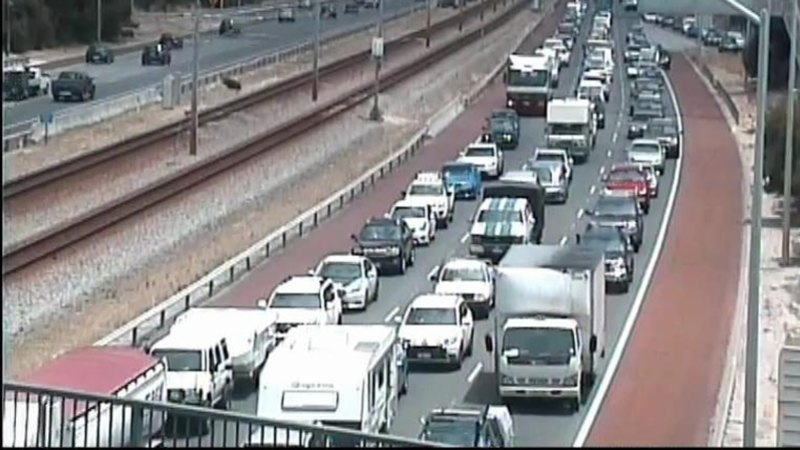 Mitchell Freeway thrown into traffic chaos after police