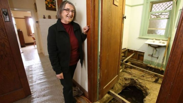 Woman's slow-draining tub leads to mineshaft under bathroom
