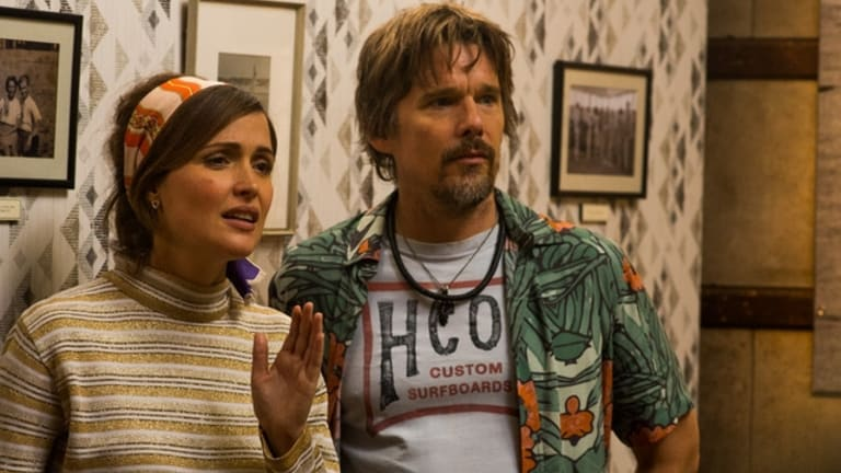 Rose Byrne and Ethan Hawke in Juliet, Naked.