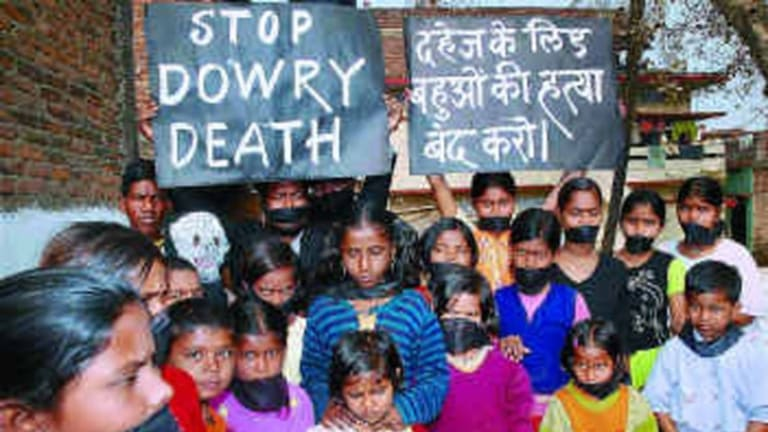 A demonstration in Patna on January 28 against dowry deaths. Courtesy <em>Frontline</em> magazine, India.