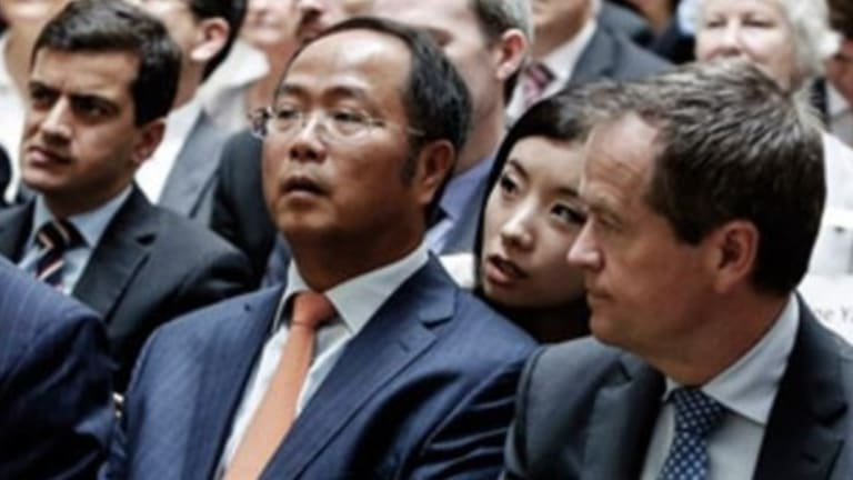 Huang Xiangmo sits with Bill Shorten at an event in Eastwood in December 2013.