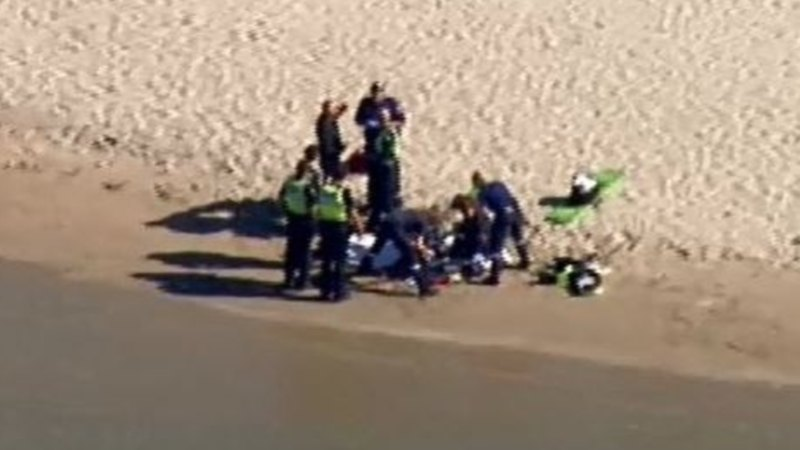 Man dies after being pulled from water at Sorrento beach