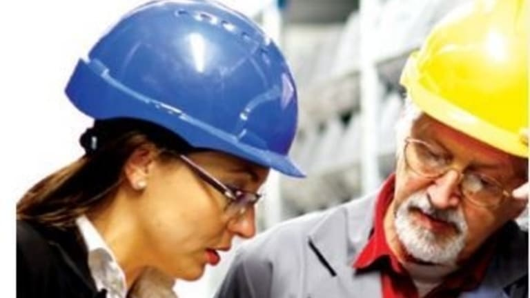 You can still wear a hardhat in the workplace of the future, but you will need to perform non-routine tasks to survive, a new Reserve Bank analysis has found.