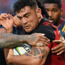 Super Rugby: Mitchell Hunt's last-gasp drop goal against Highlanders keeps Crusaders' winning run alive