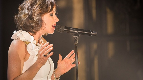 Tina Arena performing.