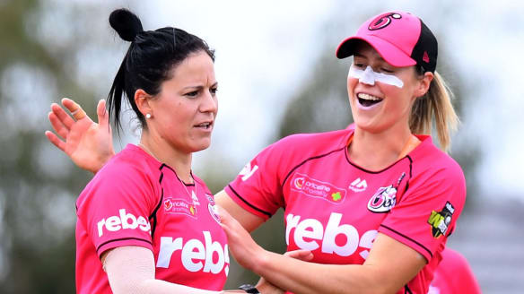 WBBL: Sydney Sixers leapfrog Sydney Thunder to top of WBBL table