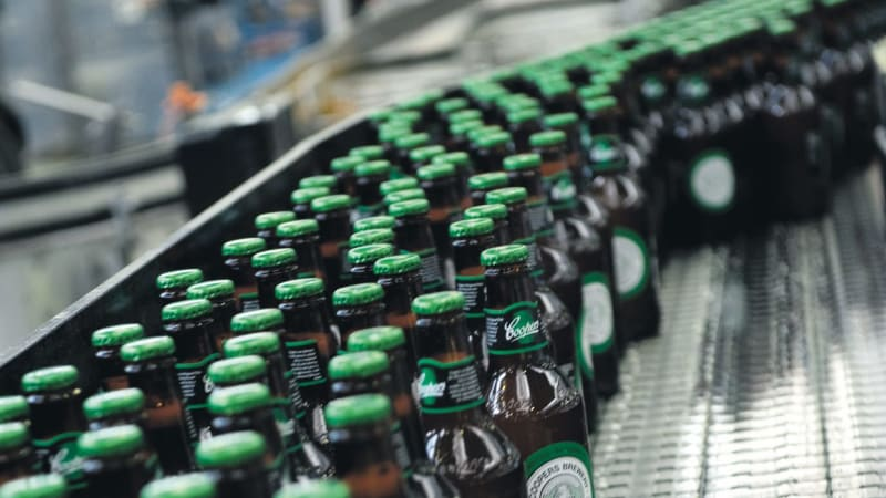 Hipsters and surfers break 153-yr record as NSW beer sales above SA for Coopers