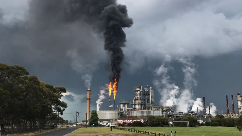 smoke from altona refinery in melbourne 39 s west a safety measure. Black Bedroom Furniture Sets. Home Design Ideas