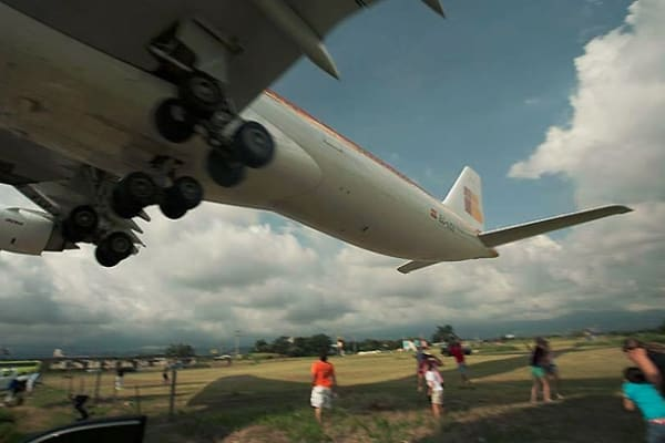 Iberia flight 6313 makes frightening low landing in Costa Rica