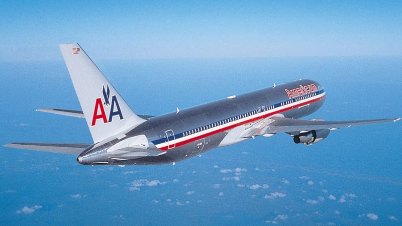 Is it safe to book a flight on american airlines 2012 movies