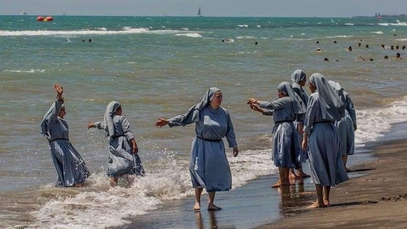 Burkini ban: Facebook blocks Italian imam's account after photo of nuns on beach goes viral