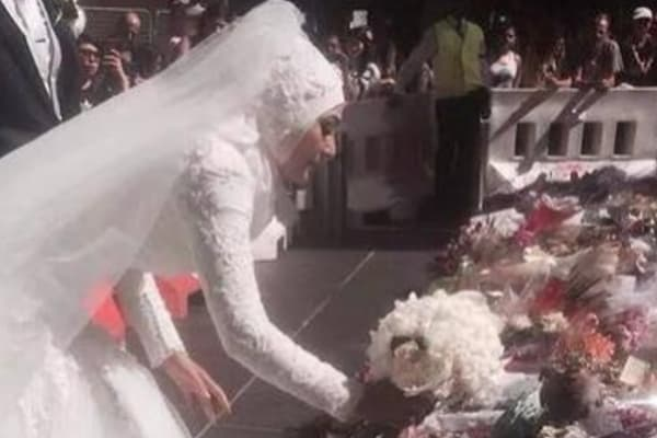 Muslim bride's unique Martin Place tribute garners applause from onlookers