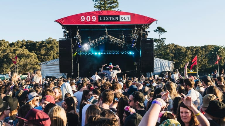 A scammer selling fraudulenttickets to a Melbourne music festival has ripped off at least 149 people.
