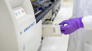 US medical company Abbott says it has developed an antibody blood test to identify who has been infected with the coronavirus.