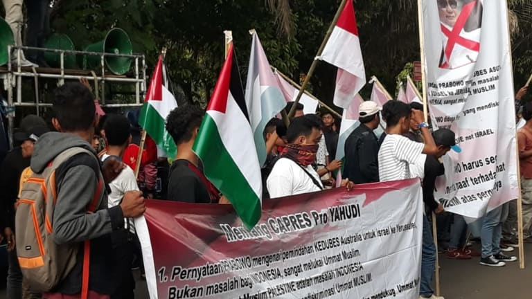 Small groups have gathered outside the Australian embassy in Jakarta this week, holding Palestinian flags and protesting against Australia's plan to recognise Jerusalem as the capital of Israel.