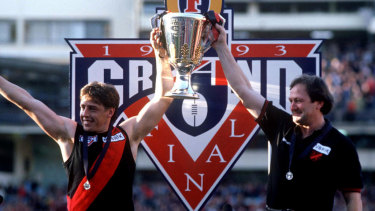 Bomber Thompson and Kevin Sheedy with the 1993 premiership cup.