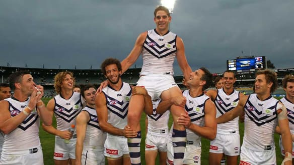 Dockers tall man Aaron Sandilands to play on at Freo next year
