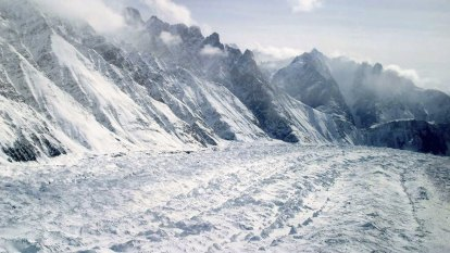 Avalanche hits Indian army post in Himalayas, kills soldiers