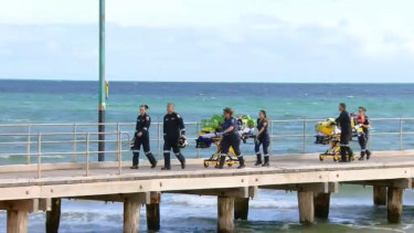 Police are looking for a speedboat driver who struck and killed a scuba diver in Port Phillip Bay.
