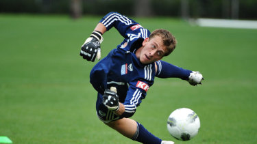 Melbourne Victory keeper Lawrence Thomas in action.