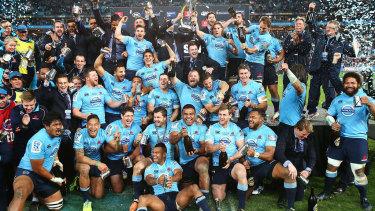 Les Waratahs célèbrent après avoir battu les Crusaders lors de la finale du Super Rugby 2014.
