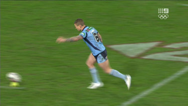 Todd Carney lines up a conversion.