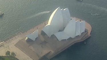 Hundreds evacuated after gas leak near Sydney Opera House