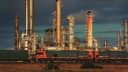 Energy giants pitch rival plans for first gas import terminal