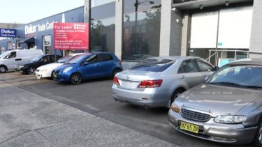 The silver Toyota Aurion (second from the right, with no number plates) moved by Doudar.