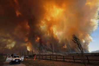 Bushfire rages out of control from the Bunyip State Park, Victoria, on Black Saturday 2009.