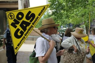 Rally of angry farmers opposed to the development of a high pressure gas pipeline from Narrabri to Wellington in NSW.