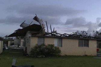 The SES said hundreds of homes in Kalbarri have been damaged.