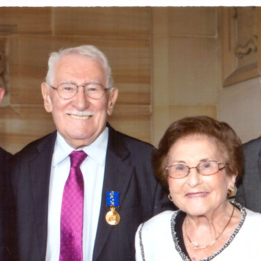 Eddie Jaku received his OAM in 2013 with sons  Andre and Michael and wife Flore.