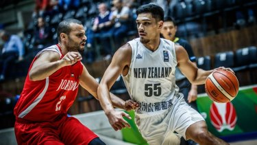 Shea Ili (right) has signed with Melbourne United.