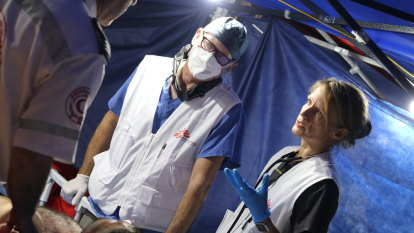 Australian doctor fights COVID-19 while under Israeli bombardment