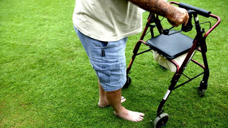 200,000 Australians with a disability struggling to get by on Newstart: report