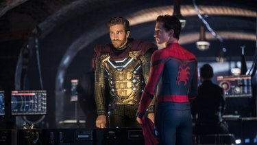 Spider-Man (Tom Holland) and Mysterio (Jake Gyllenhaal) in Spider-Man: Homecoming.