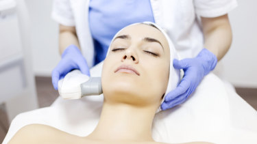It is all about getting heat, via radio frequency, into the skin at a constant level to soften areas like the nasolabial folds.
