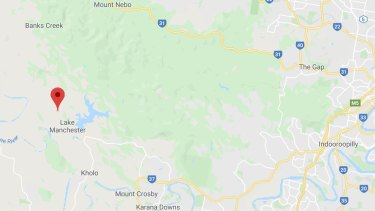 Lake Manchester bushfire breaks out November 5 heading towards Mt Nebo. The red arrow indicates the fire location heading eastwards.