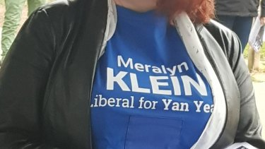 A volunteer wearing a Liberal Party T-shirt with Meralyn Klein's name. The shirts were later covered with masking tape.
