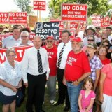 Liberals Chris Hartcher, centre left, and former Premier Barry O'Farrell, centre right, rallied against the Wallarah coal mine on the Central Coast in 2009.