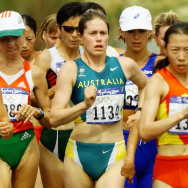 Jane Saville in action at the start of the women's 20km race at the Sydney Olympics.