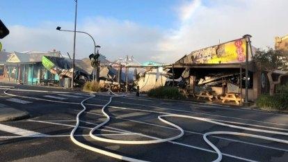 'Devastating' Apollo Bay fire destroys Great Ocean Road shops