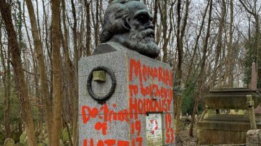 The memorial to Karl Marx in London's Highgate Cemetery has been vandalised for the second time in a few days, this time with slogans daubed on with red paint.