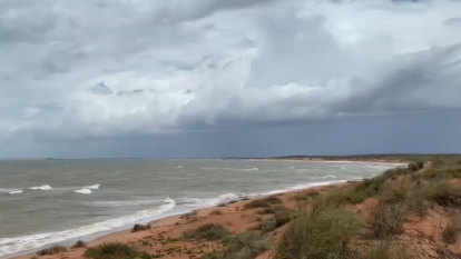 Cyclone warnings eased with tropical low predicted to fizzle before crossing Pilbara coast