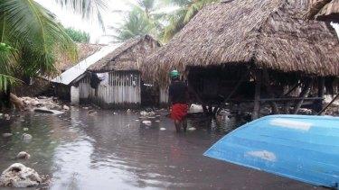 Cyclone Pam storm surges in Kiribati.